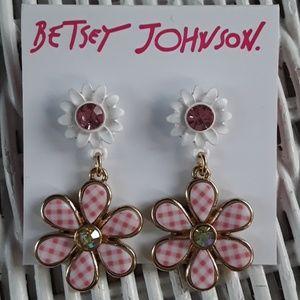 NWT So Sweet Betsey Johnson Pink Daisy Earrings
